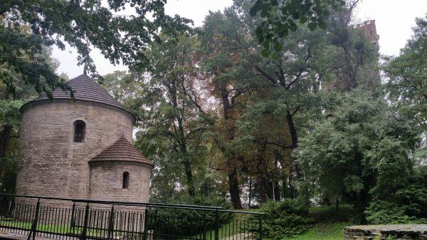 St. Nikolaus Rotunde und etwas versteckt, der Piastenturm (Foto: Polen.pl)