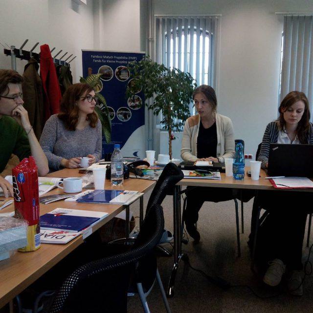 Wir besprechen unsere Plne in den Rumlichkeiten der Euroregion Pomeraniahellip