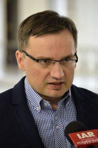 Im Kabinett Szydło wieder Justizminister und zeitgleich Generalstaatsanwalt: Zbigniew Ziobro (Foto: Adrian Grycuk / Wikimedia Commons / CC-BY-SA)