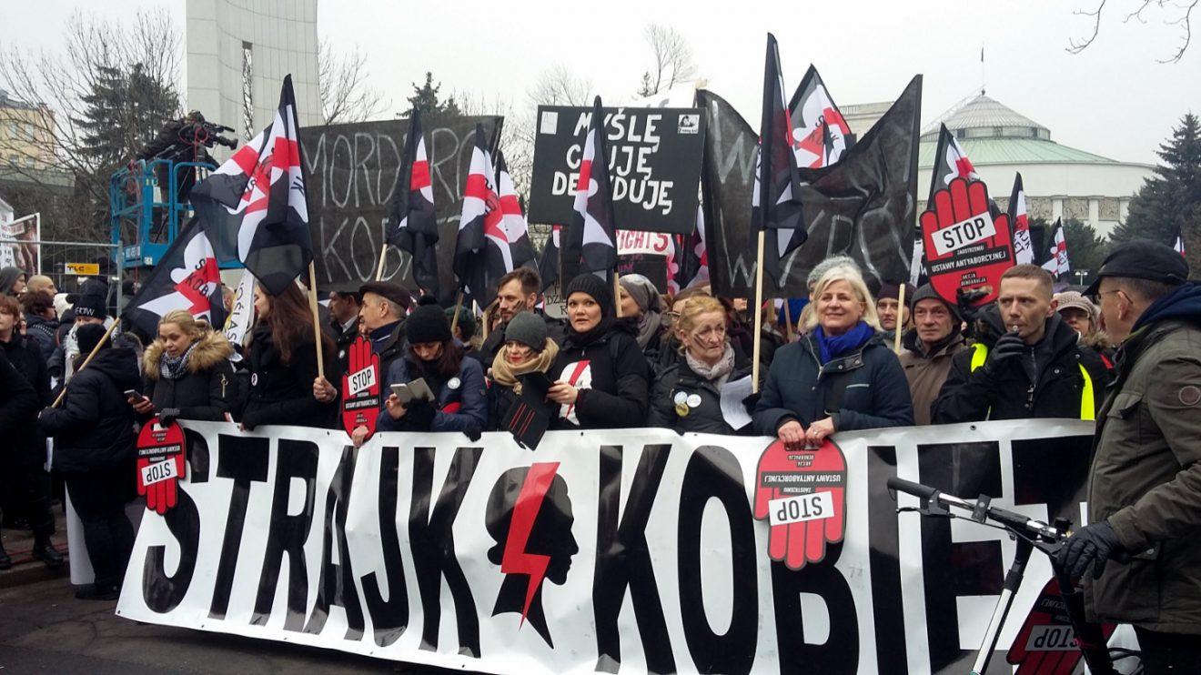 Schwarzer Freitag in Warschau - Abtreibungsgesetz führt zur Massenprotesten