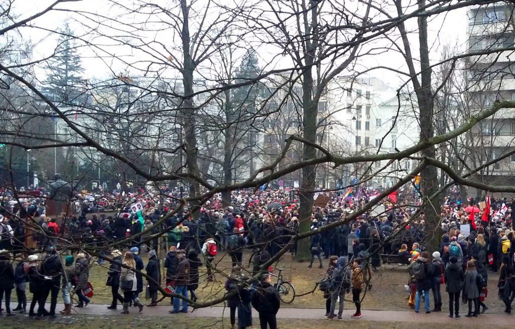 Die Demonstration am schwarzen Freitag in Warschau gegen die Änderung des Abtreibungsrechts Foto: Jerzy Sobota