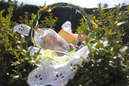 Der polnische Osterkorb ist gefüllt mit Brot, Eiern, Kuchen, Wursterzeugnisse, Käse, Salz und Meerrettich. © Natalie Junghof