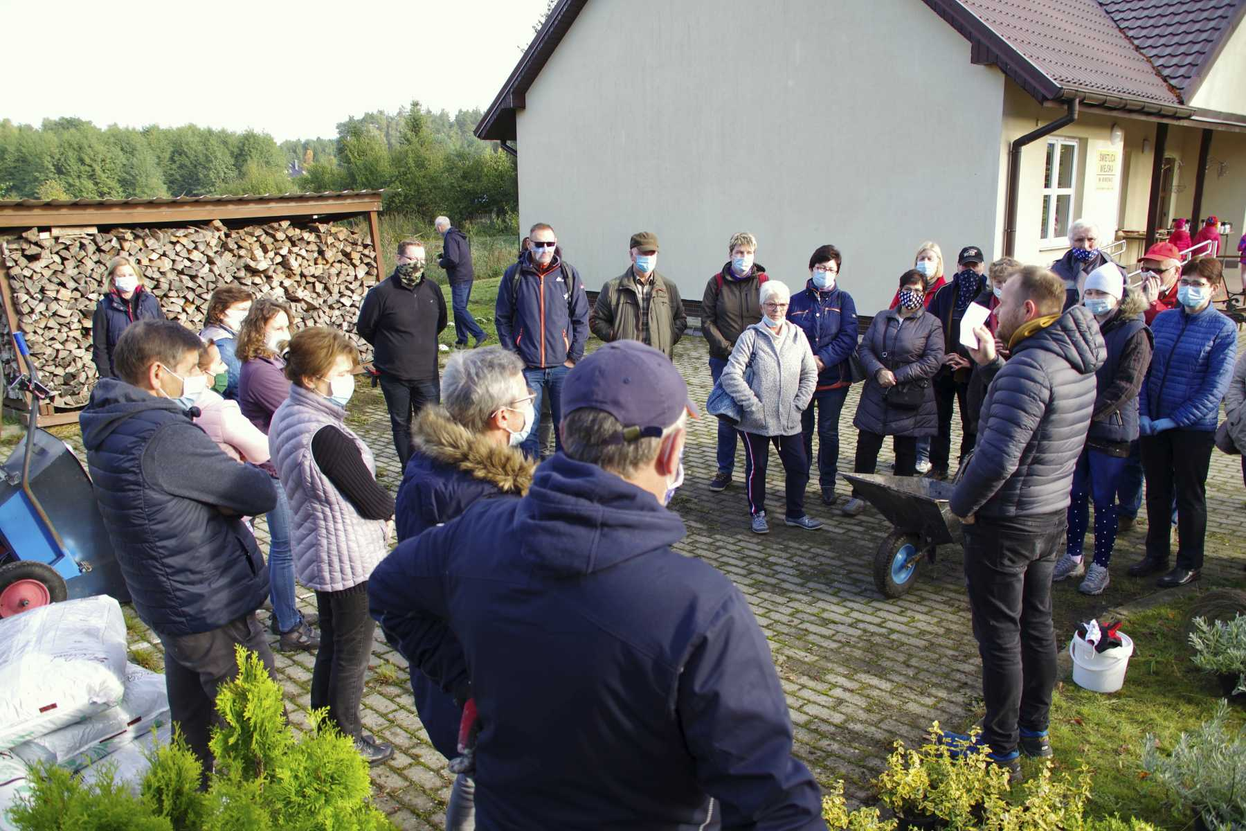 Teilnehmer bei der Begrüßung. Foto: asc